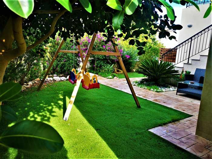 dom-v-sotire-ayia-kipr-garden2