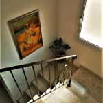 dom-v-sotire-ayia-kipr-stairs